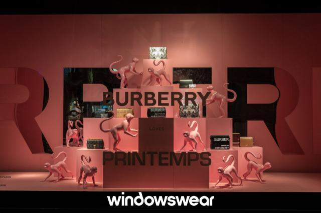 Burberry: Com os animalzinhos expostos, a vitrine acabou ganhando mais encanto.