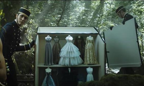 Dior lançou um vídeo que mistura fantasia e realidade, inspirada no Théâtre de la Mode.