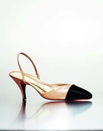Protótipo do sapato de dois tons com slingback desenhado por Chanel, feito por Massaro, 1961. Foto by Julien T. Hamon