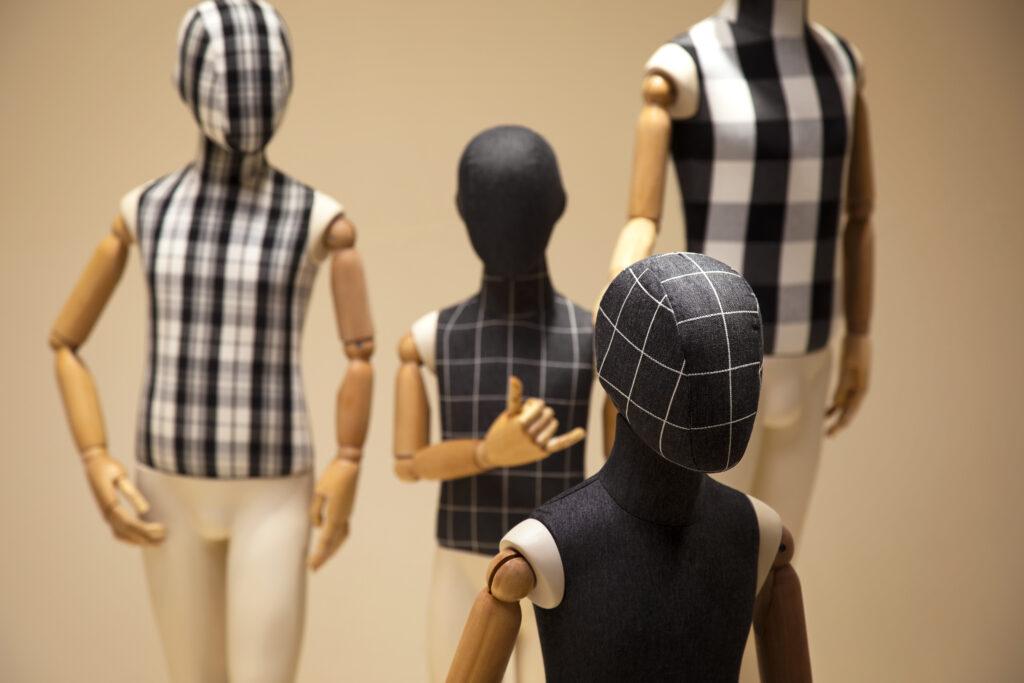 : Manequins infantis com braços articulados by Expor Manequins